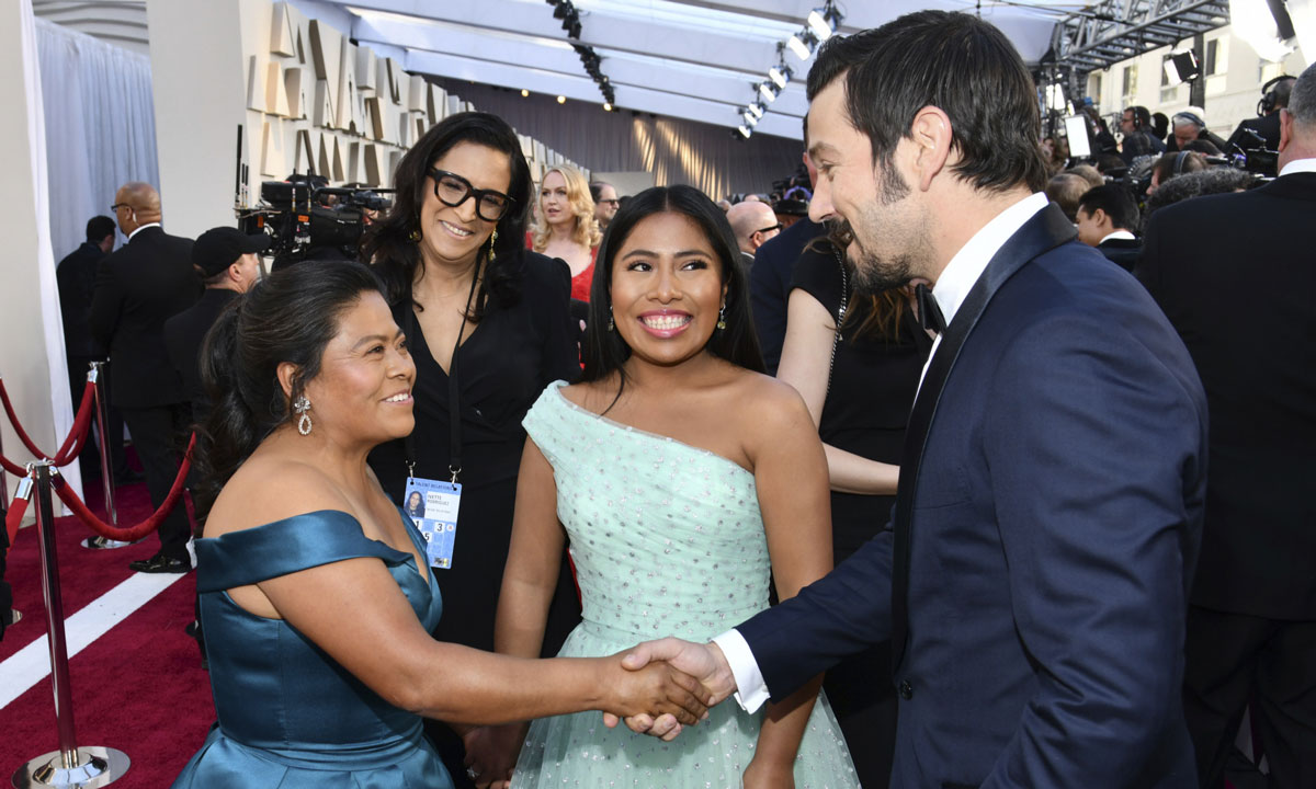 The stirring moment between Yalitza Aparicio's mother and Diego Luna