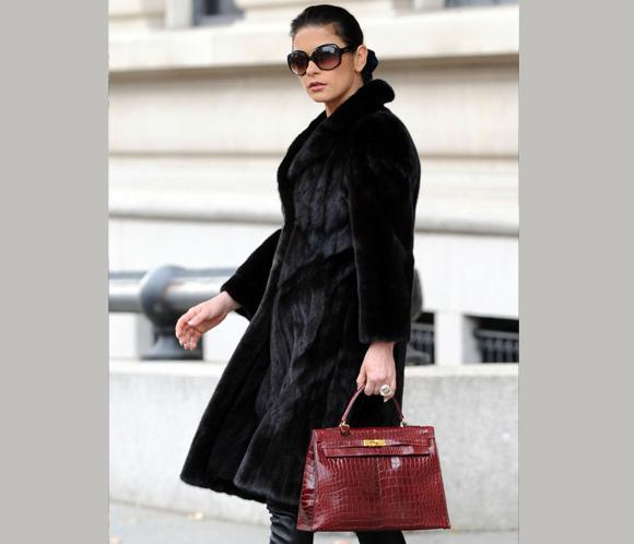 Catherine Zeta-Jones marca estilo en Nueva York