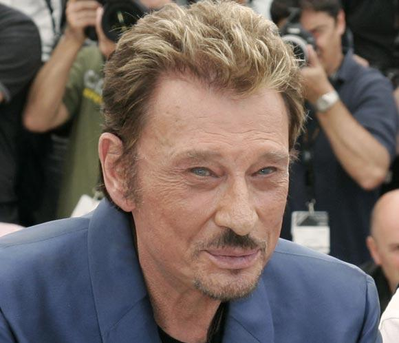 El rockero Johnny Hallyday sale del coma