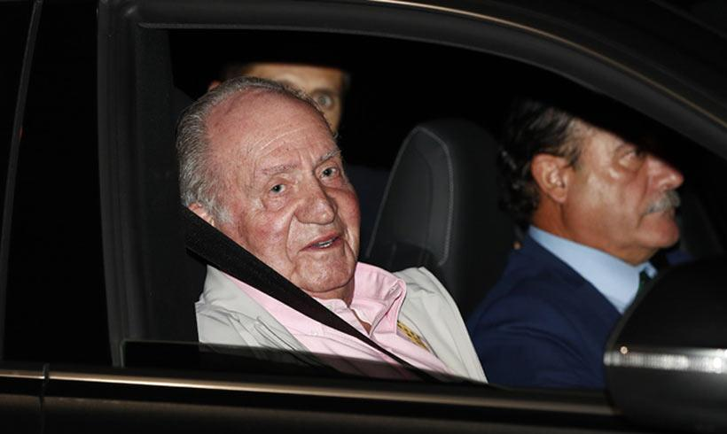 Don Juan Carlos ya ha ingresado en el hospital